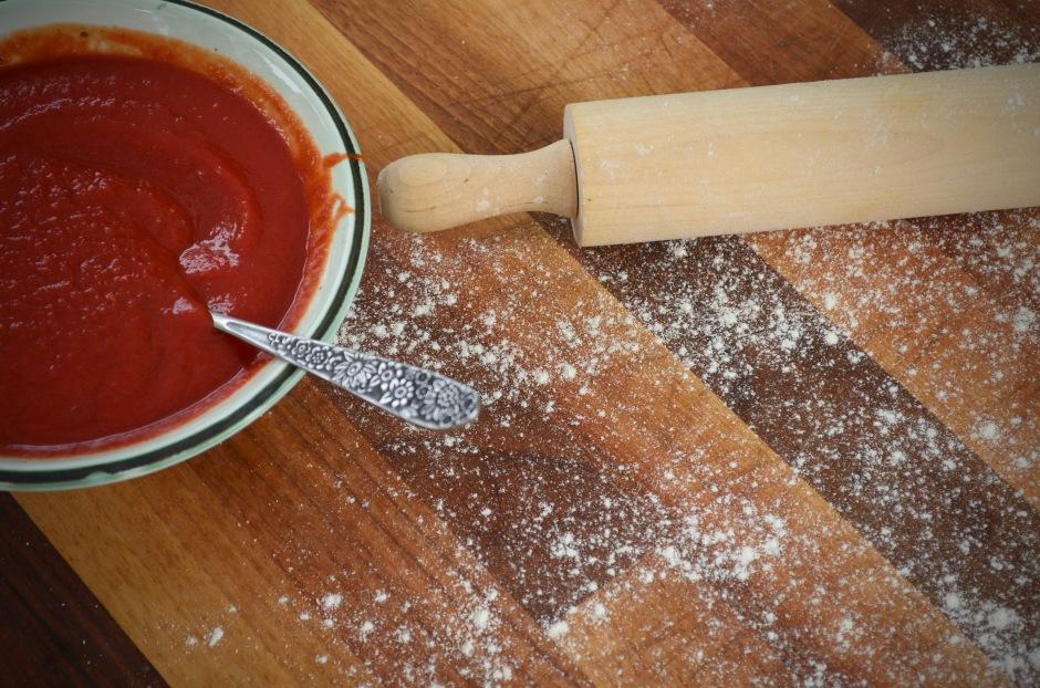Kotitekoinen pizza. Lainasimme koneen joka paistaa pizzan täydellisesti. Tuli syötyä paljon kotona.
