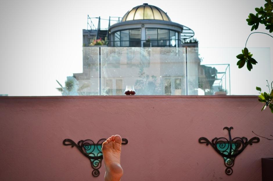 Saimme hotels.comilta yhden palkintoyön, jonka käytimme Luciano K -hotelliin. Kattouima-altaallinen neljän tähden hotelli olisi maksanut noin 130€